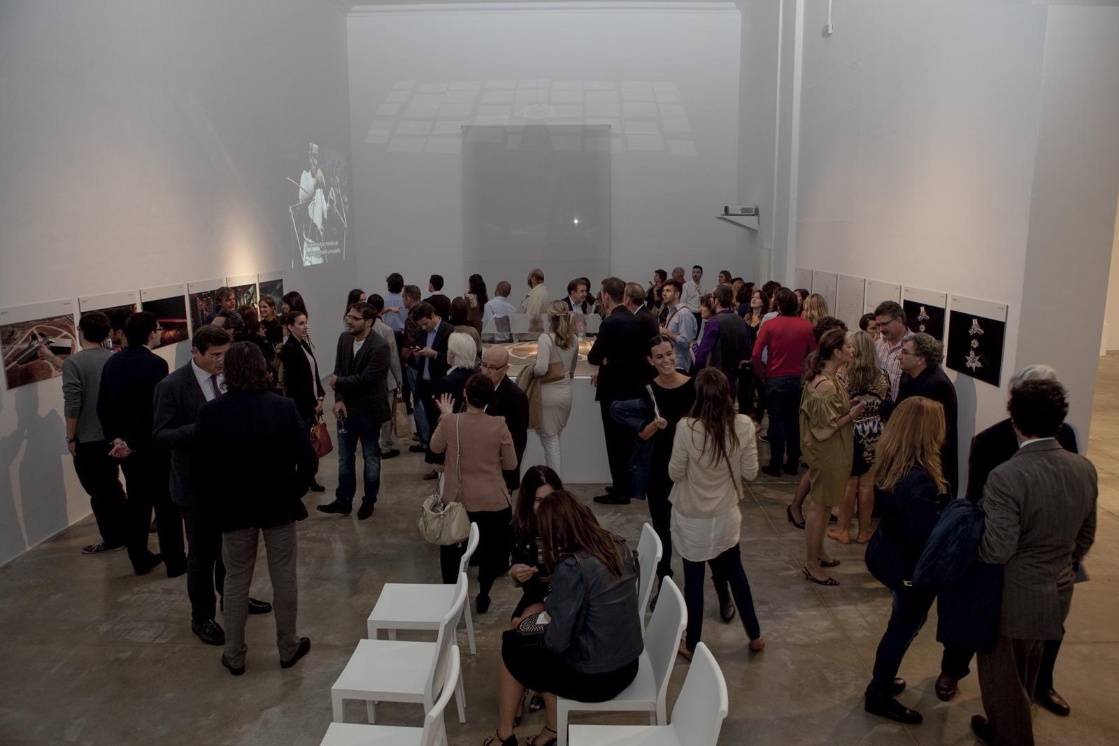 Miradas - Diseño y identidad visual para la exposición Miradas con Foster+Partners, Miguel Navarro y Michael Nyman